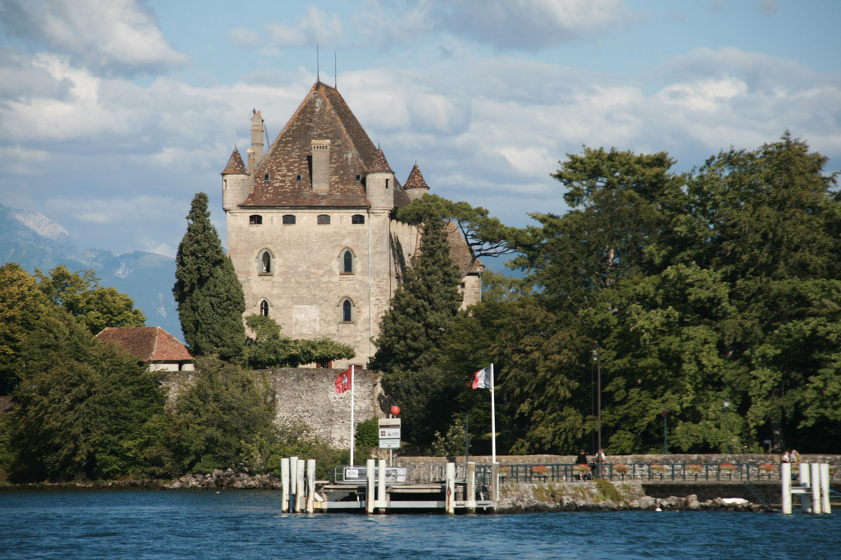 Yvoire on lake geneva one of the most beautiful villages for Jardin 5 sens